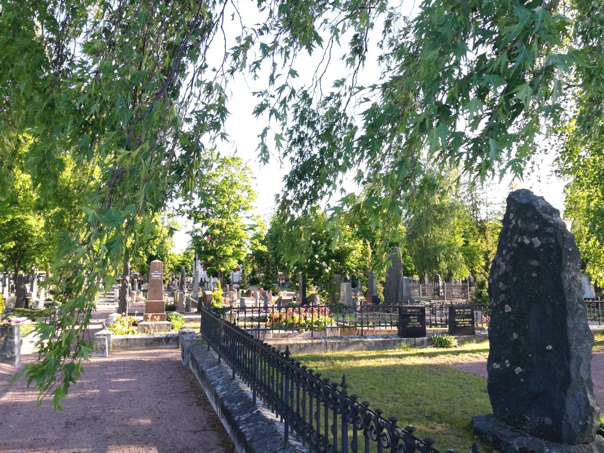 Puistokävely Käppärän hautausmaalla
