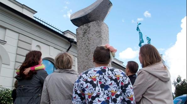 Päiväkävelyllä – Virkisty Veistosvaelluksella   Porin taidemuseo