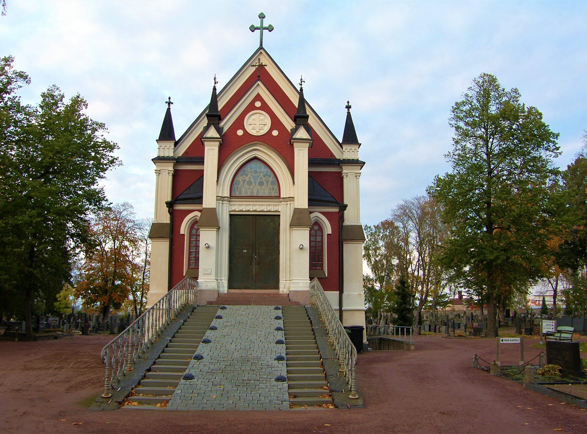 Mausoleumin, kappelien ja paasien tarinaa – Puistokävely Käppärän hautausmaalla